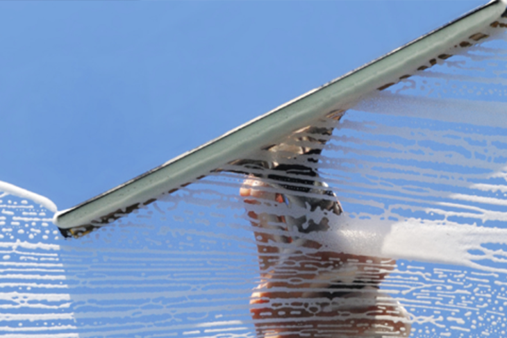 Når vi skal vaske vinduer styrer vi unna alt som heter kjerringråd og lettvintløsninger